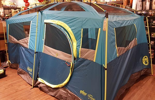 With lots of windows plenty of space (Iu0027ll talk about the gear closet later) and an easy set up system I thought it was one of the best u0027big family tentsu0027 ... & Is The Coleman Tenaya Lake Tent Right for Your Family? - Gear Cloud